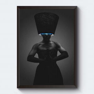 Tavla i svartvitt kvinna i lampskärm.