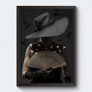 Svartvitt fotografi kvinna med hatt