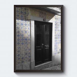 Gammalt kakel dörr i Portugal