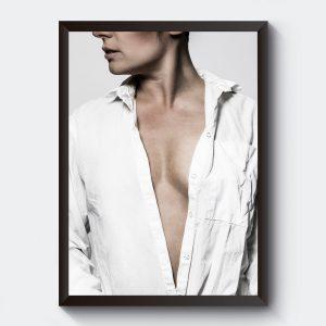 Fotokonst svartvit kvinna i skjorta